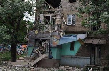 Луганск весь день содрогался от обстрелов боевиками жилых кварталов