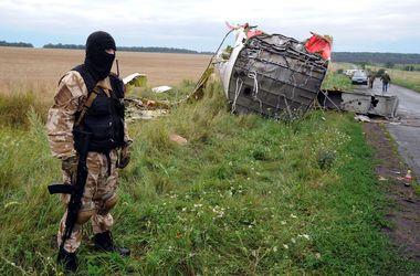 """Боевики пообещали пока не стрелять на месте крушения """"Боинга-777"""""""