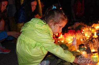 """В Харькове вывесили флаги стран, граждане которых погибли во время крушения """"Боинга-777"""""""