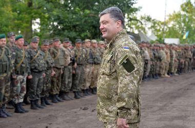 Президент наградил за мужество и героизм 160 военнослужащих