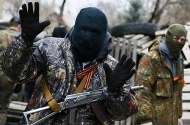 Террористы обстреляли в Луганске жилые дома, школу и детский сад