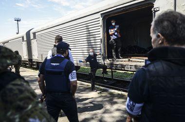 """Поезд с телами погибших пассажиров """"Боинга-777"""" находится на территории завода им. Малышева"""