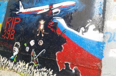 """Украинский художник посвятил граффити жертвам катастрофы """"Боинга-777"""""""