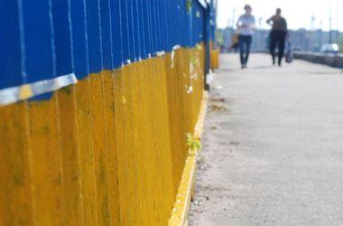 Мосты и переходы в Киеве покрасят в национальные цвета