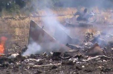 Бои в Донбассе глазами очевидцев: сбитый Су-25, горящая мэрия и взорванный мост