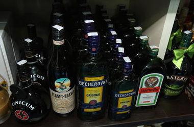 У киевских торговцев отбирают лицензии за продажу детям алкоголя и сигарет