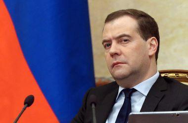 Медведев  заявил, что из-за Украины испортились отношения РФ с ЕС