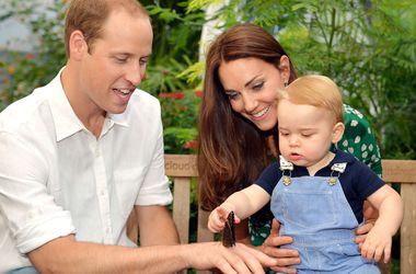 Принцу Джорджу на первый день рождения подарили велосипед и деревянные игрушки