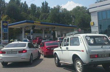 Проблемы с бензином в Днепропетровске: люди паникуют, а власти говорят о плановом переучете