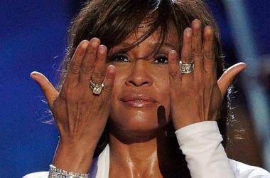 Мать Уитни Хьюстон выступила против съемок фильма о певице
