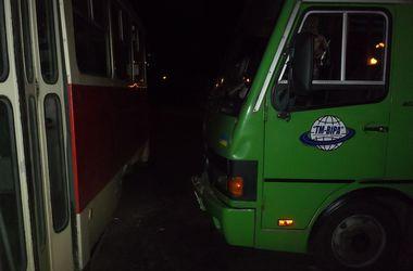 В Харькове автобус столкнулся с трамваем