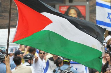 Фанаты с флагами Палестины сорвали товарищеский матч израильской команды