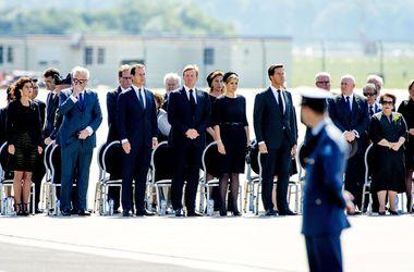 Нидерланды с почестями встретили тела жертв катастрофы Боинга -777