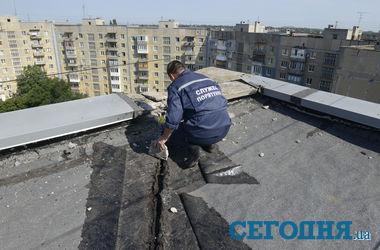 В 9-этажку в центре Донецка попал снаряд (обновлено)