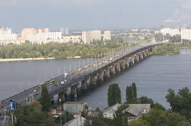 Сегодня ночью частично перекроют мост Патона