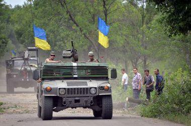 Украинцы покупают для армии шлемы и бронежилеты