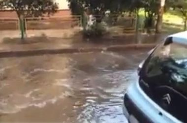 Киевский двор на Оболони оказался под водой