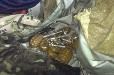 В Харькове в салоне авто с госномерами обнаружили восемь гранат и огнестрельное оружие