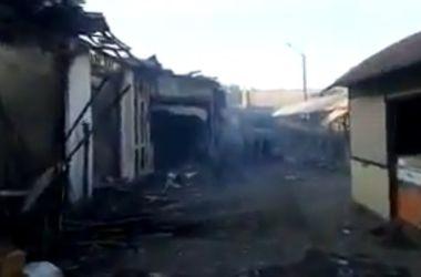 Обстрел Дебальцево: разрушенные жилые дома и сгоревший рынок