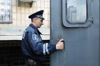 В Киеве пьяный мужчина чуть не зарезал парня, защищавшего девушку