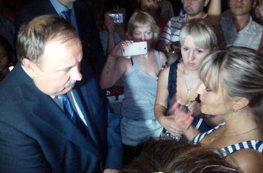 Матери и жены бойцов АТО перекрыли въезд в Николаев
