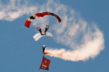 Сегодня празднуют День парашютиста