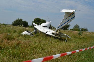 1 человек погиб в результате падения самолета во Львовской области