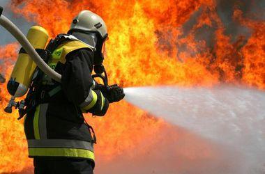 Спасатели потушили пожар на киевском заводе