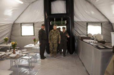 """Аваков показал палатки для военных """"нового поколения"""": с телевизорами и кондиционерами"""