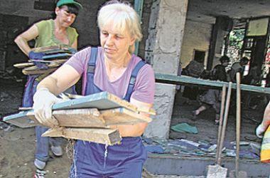 Киевляне своими силами восстанавливают кинотеатр им. Гагарина