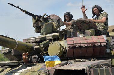 Бойцам под Мариновкой доставили еду и боеприпасы
