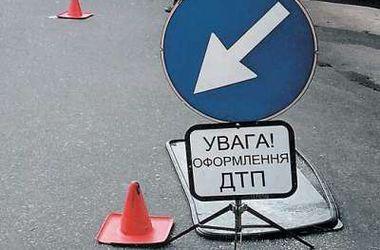 """В Киеве """"Мицубиси"""" протаранила и перевернула """"Субару"""""""