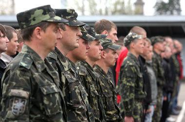 Яценюк обещает увеличить финансирование армии
