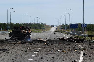 Боевики обстреливают аэропорт Луганска и атакуют блокпосты