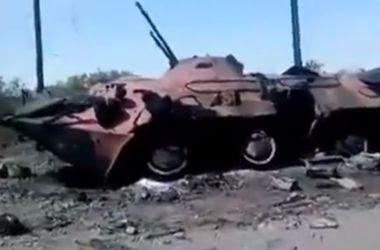 Дороги Донбасса разбиты снарядами и усеяны искореженной бронетехникой