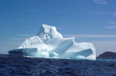 Видео разрушающегося айсберга взорвало Интернет