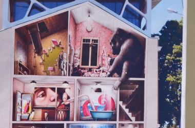 """Мастера граффити """"поселят"""" на здании в Харькове осьминога и гориллу"""