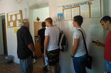 """В Одессе призывники приходят в военкоматы с мамами, а """"откосить"""" предлагают за 20 тысяч гривен"""