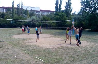 Фонд Рината Ахметова помогает вынужденным переселенцам из Донбасса