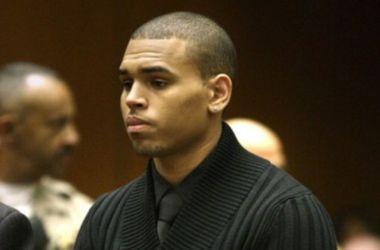Сосед певца Криса Брауна угрожает застрелить его