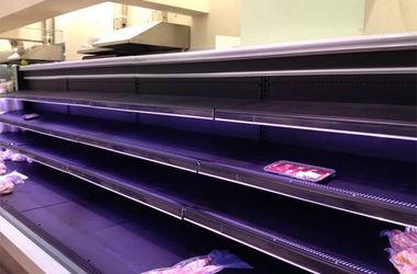 В Луганске магазины торгуют остатками товаров и закрыты почти все АЗС