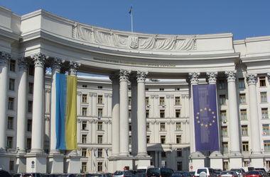 Киев требует от Москвы разъяснений о российских войсках на границе