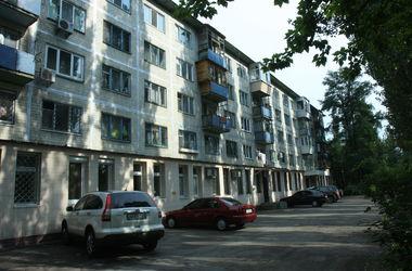 В Киеве ищут дырявые крыши и выбитые окна