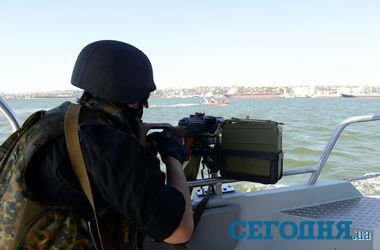 Военные моряки из Керчи в Мариуполе прикрывают АТО с моря