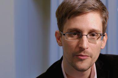 Беглый Сноуден просит оставить его в России