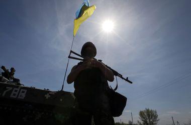 """Украинские военные, заблокированные на границе: Живем в """"норах"""", пьем мутную воду, из еды - галетное печенье"""
