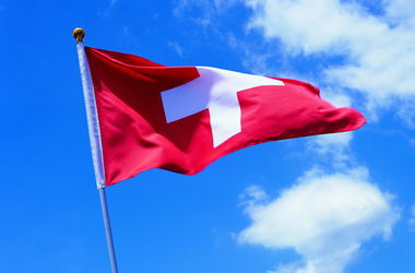 Швейцария пока не намерена присоединяться к санкциям ЕС в отношении РФ - посол