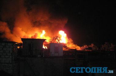 В Киеве на Березняках бушует масштабный пожар (обновлено)