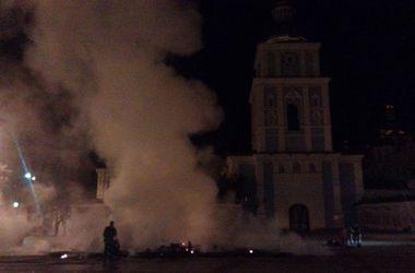 На Михайловской площади в Киеве вспыхнули палатки
