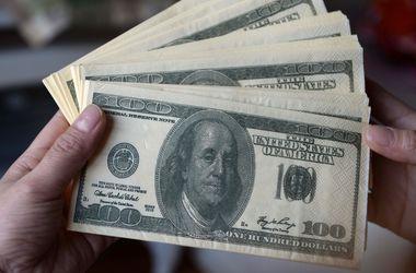 НБУ установил курс доллара на уровне ниже 12 грн